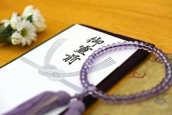 【ご住職監修】お通夜で使う数珠の色・持ち方を宗派別に紹介!数珠がない時は?