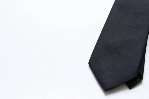 お通夜のネクタイの選び方やマナーを解説!販売場所やおすすめ商品も