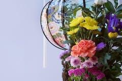 供花のお礼・お返しは?適した品物や金額、お礼状の例文を紹介