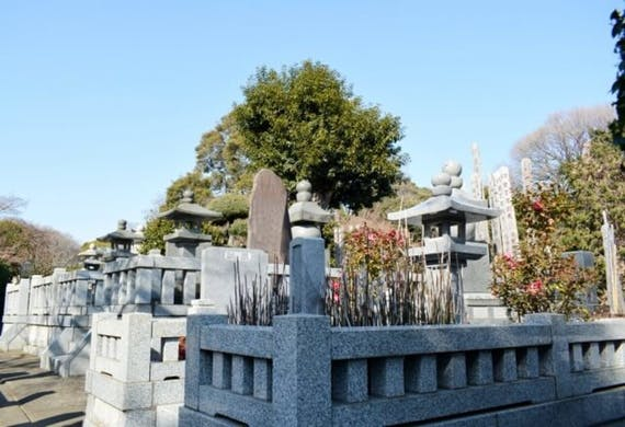 無縁墓地とは?理由や無縁墓地にしない方法!改葬・永代供養するには?