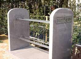 うらわ美園霊苑「永遠の絆」永代供養墓 オブジェ
