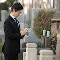 【ご住職監修】お墓参りの手順、持ち物、服装は?マナーやお供え物、頻度や時期も解説