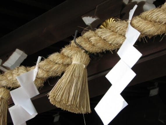 神社にしめ縄がある理由は?種類や費用相場、作り方を解説!