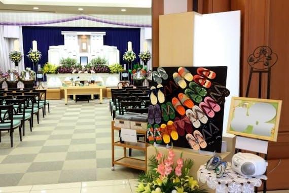葬式後の流れを種類ごとに解説!弔問や挨拶、清めの塩、仏壇も
