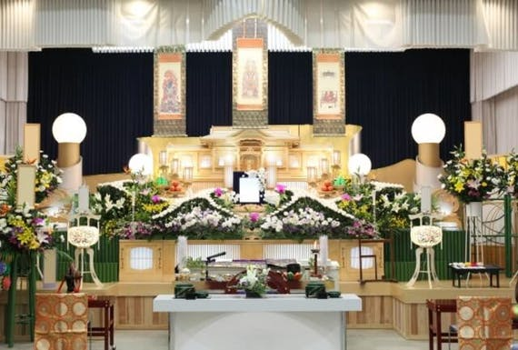 葬儀の種類を参列者・主催者・会場別に解説!傾向や家族葬、自然葬も