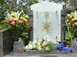 川口光輪メモリアル 樹木葬・永代供養墓「光」 墓石