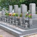 夫婦2人で入れる夫婦墓とは?費用相場は?永代供養でデザインも自由?