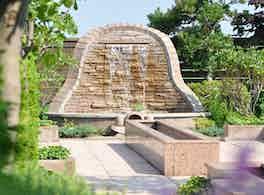 鴻巣霊園 滝