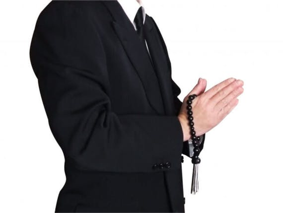 喪主は誰が務めるのか?続柄による決め方や書き方、服装を解説!