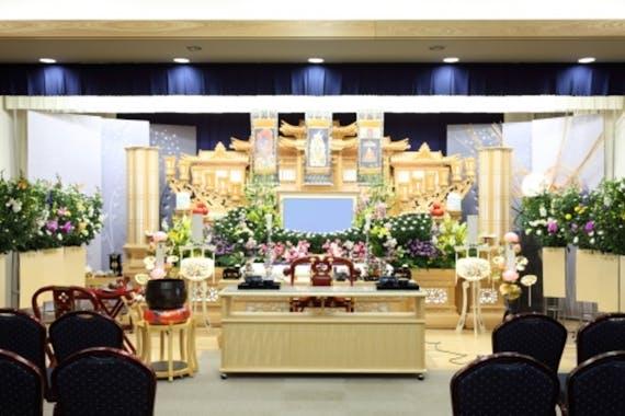 義父の葬儀の香典相場や服装、欠席する場合、休暇の取り方を解説