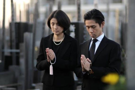 遺族の順位と範囲とは?相続人との違いや葬儀時の注意点も解説