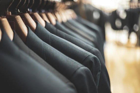 葬式・葬儀にスーツはあり?葬式に相応しい服装、NGなスーツも紹介