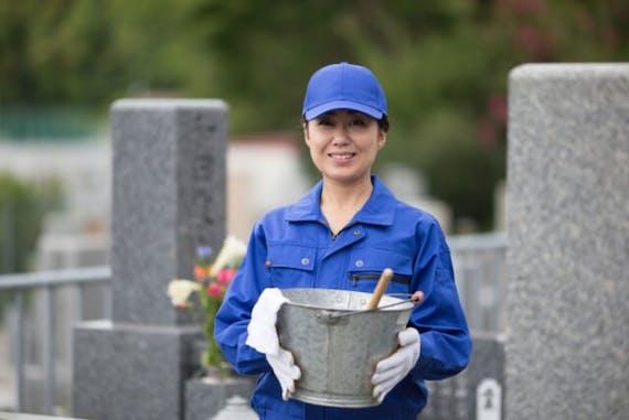 作業者とお墓