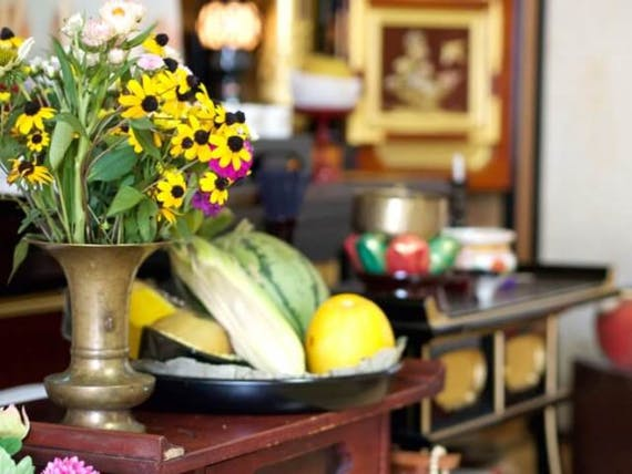 仏壇にお供えするお菓子!費用相場や供え方、おすすめ商品も紹介