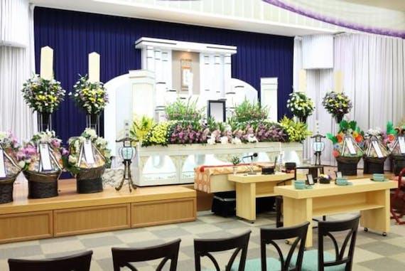 告別式とは?葬儀との違いを知ってる人は2割!【時間・服装・香典のマナー】