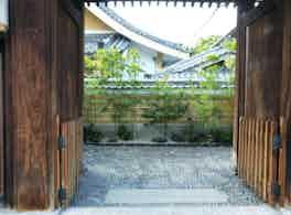 圓妙寺 のうこつぼ 門