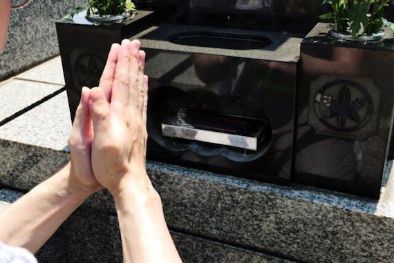 命日にすることは?お墓参り・法要・卒塔婆供養・仏壇の掃除を解説